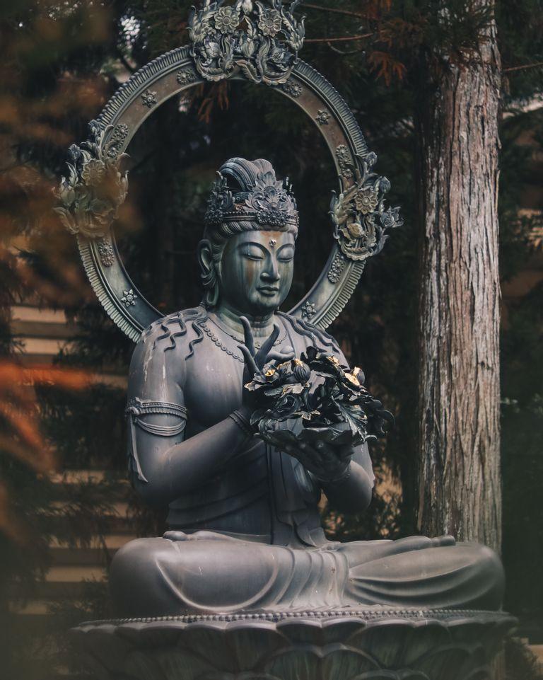 Les 12 lois du karma pour vivre pleinement