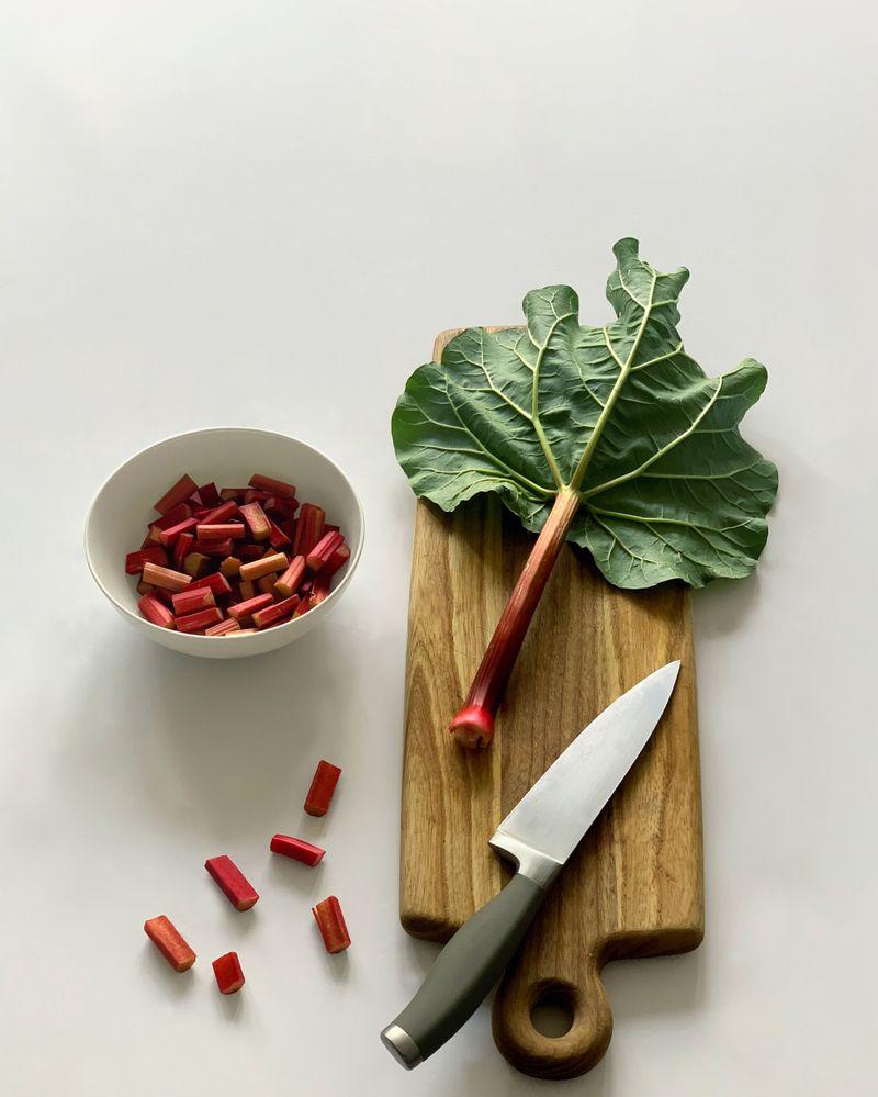 La rhubarbe, un fruit peu calorique
