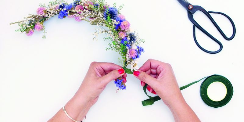 Couronne de fleurs séchées étape 7
