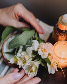 Fleurs de lune : les méditations du féminin sacré