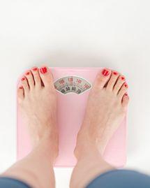 Prise de poids à la ménopause : comment éviter de grossir