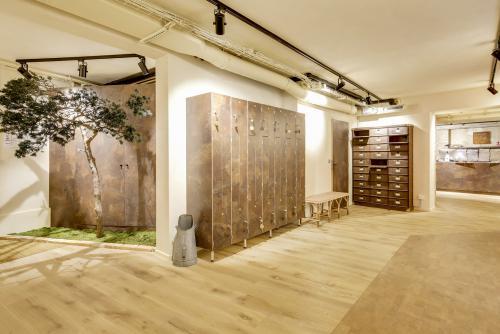 Bini Dauchez a ouvert un centre inédit à Paris : le lieu de tous les yoga. Crédit : DR