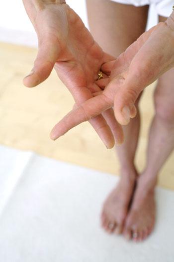 Posture n°5 : doigts croisés