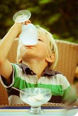 Le lait : calcium et polémiques